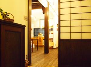 知多市河合邸(玄関から)